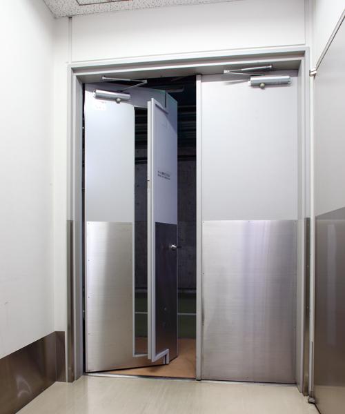 開放軽減機構付き鋼製ドア|エア・バランサー